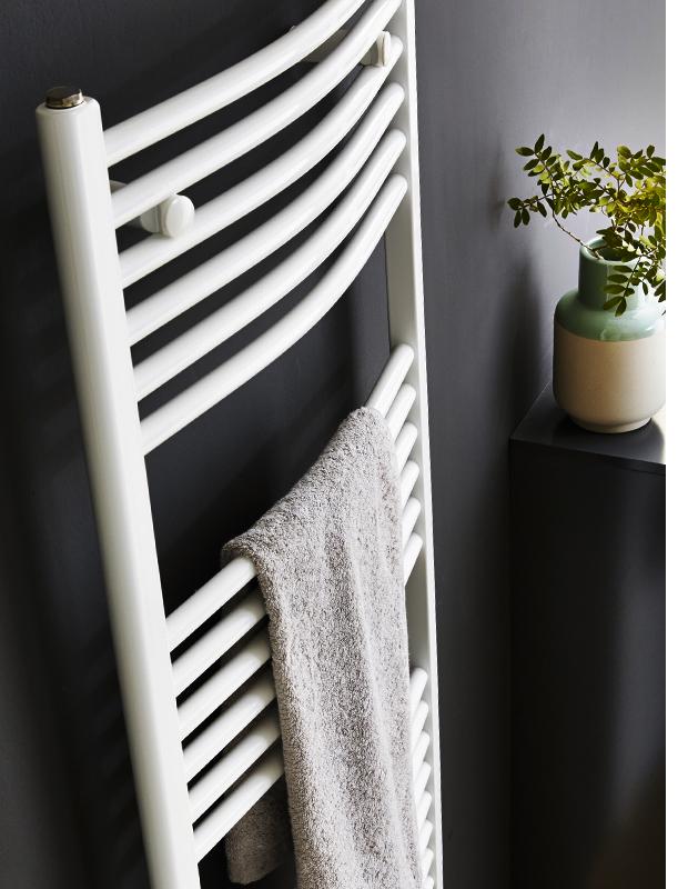 die keramik objekte strahlen in sch ner schlichter form und ihre fast porenfreie oberfl che. Black Bedroom Furniture Sets. Home Design Ideas