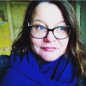 Sataedun viestintäsuunnittelija Johanna Virtanen videokuvauksissa
