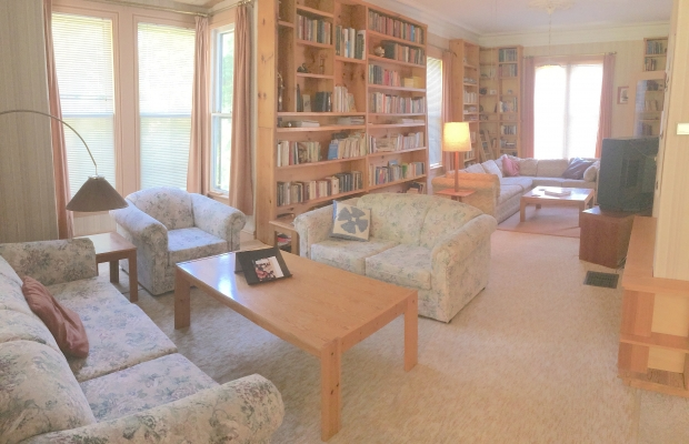 Guests may use the library and den areas