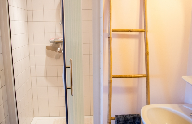 shower for the 2st floor room: all our showers are classical showers.