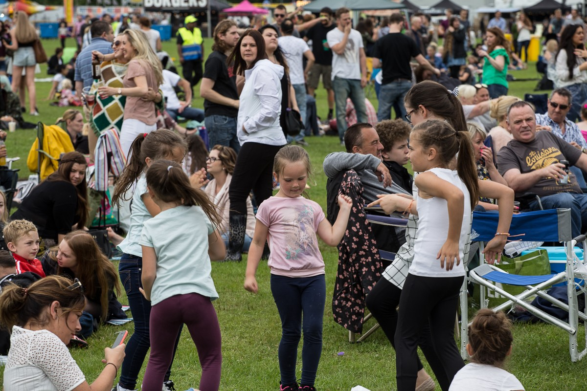 Tiny dancers at LIMF