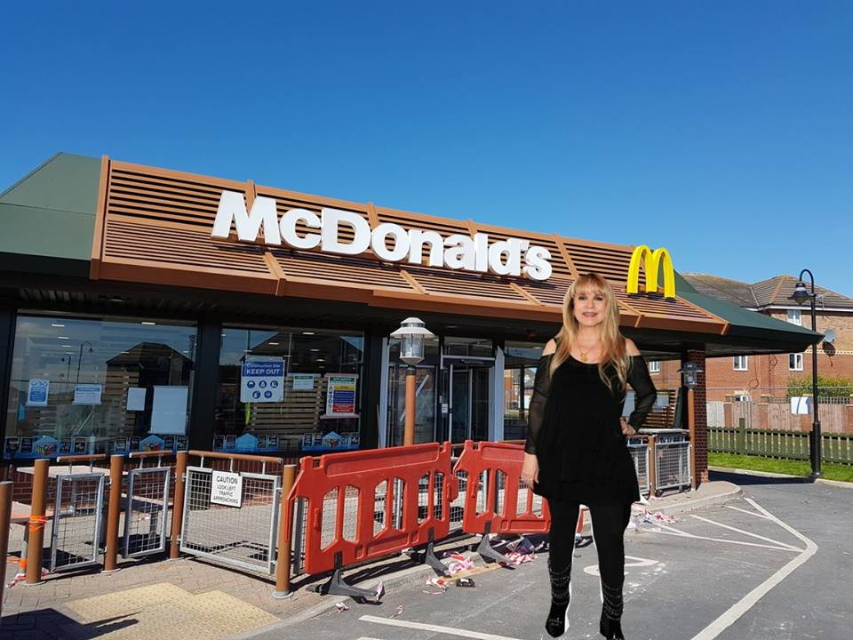 Facebook petition for Stevie Nicks to work a shift in McDonald's passes 25k