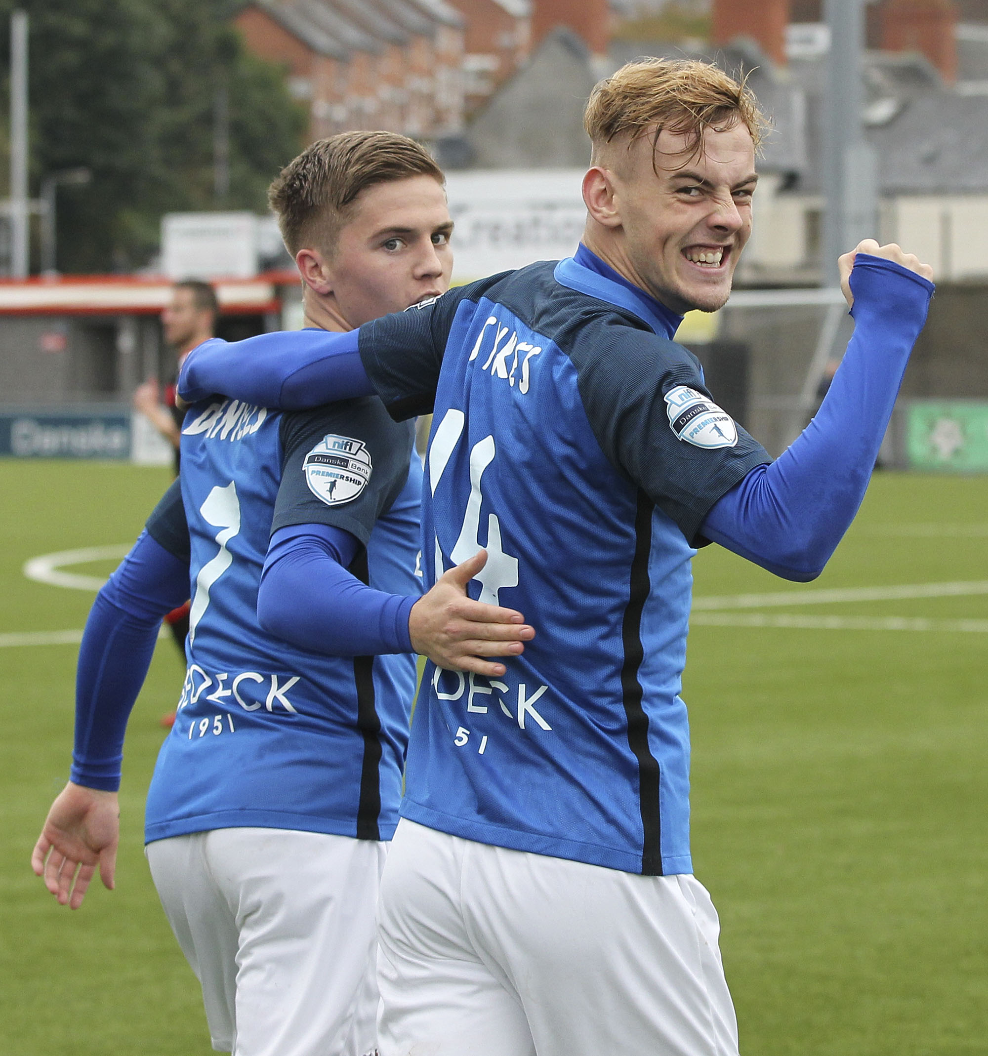 Glenavon Cruise to Victory at Seaview