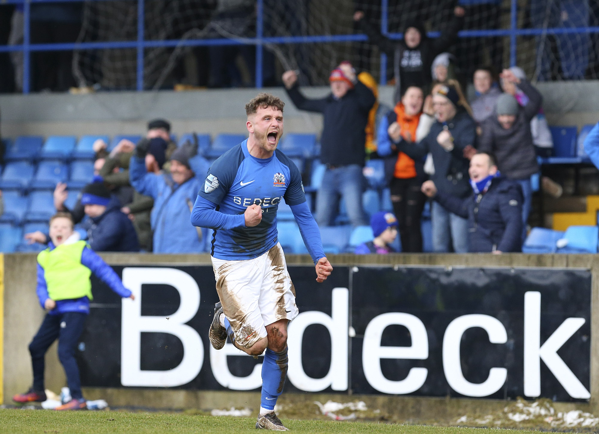 Glenavon and Glentoran Serve Up Entertaining Draw