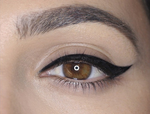 Eyeliner flicks for Christmas parties