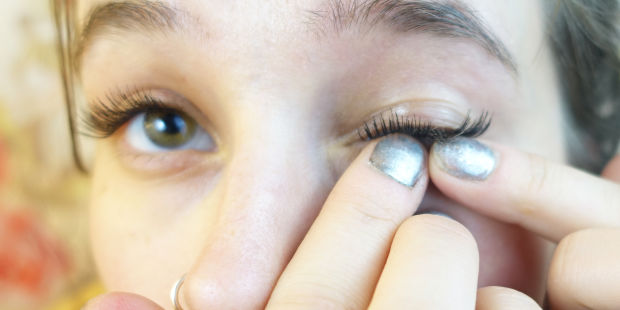 Eyelash strip application for parties