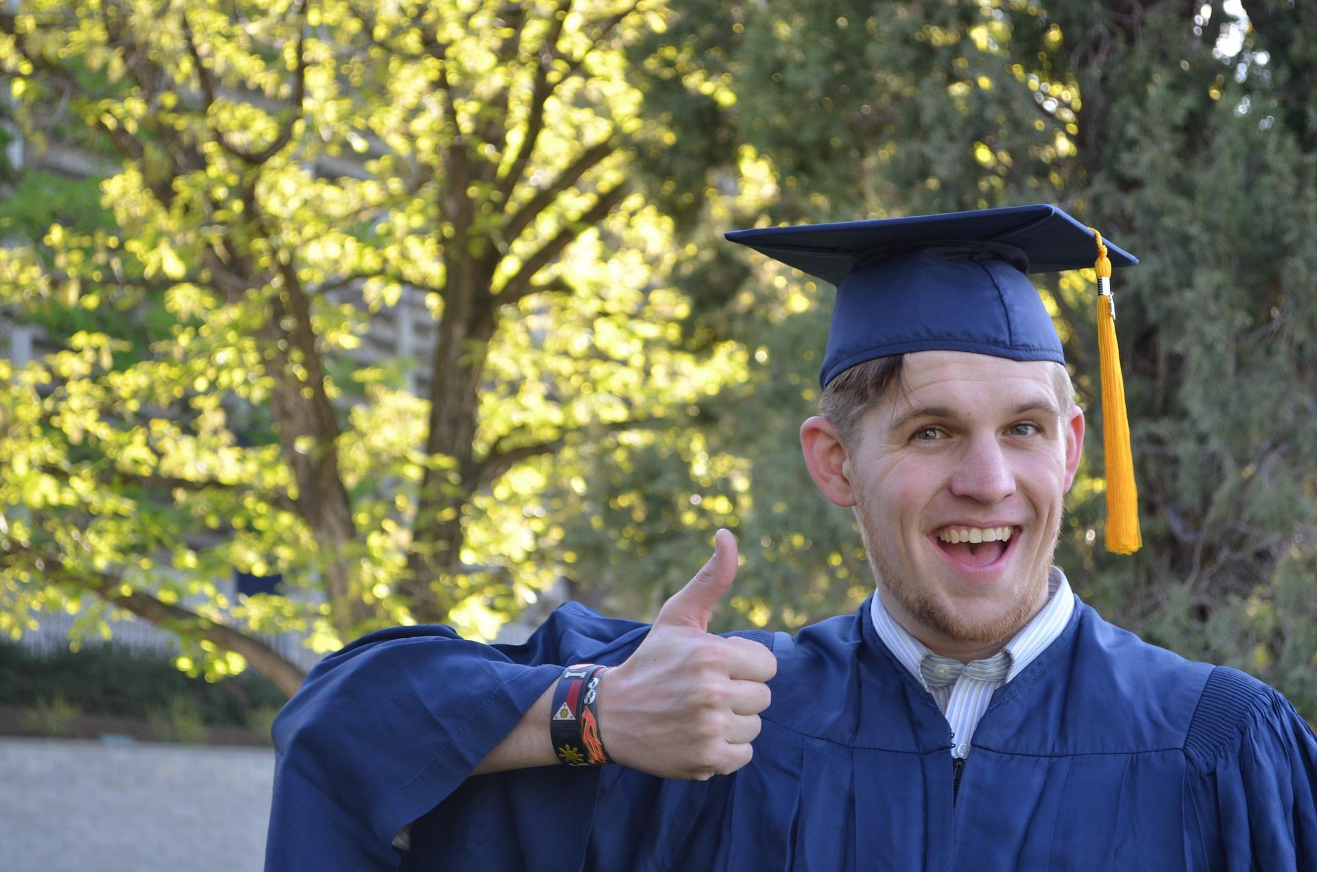 Graduation 879941 1920