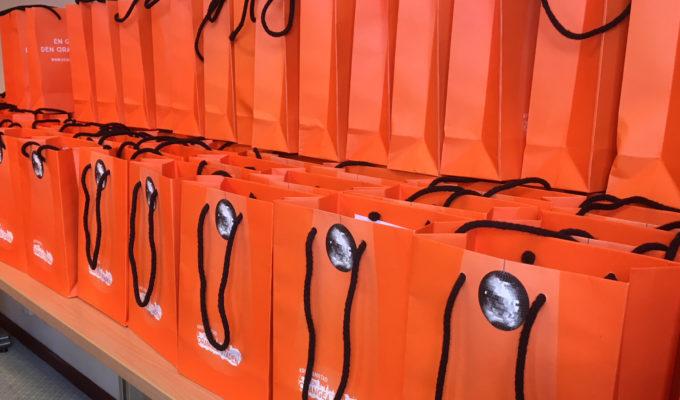 Bild - 500 orangea goodiebags till Mellocirkusen