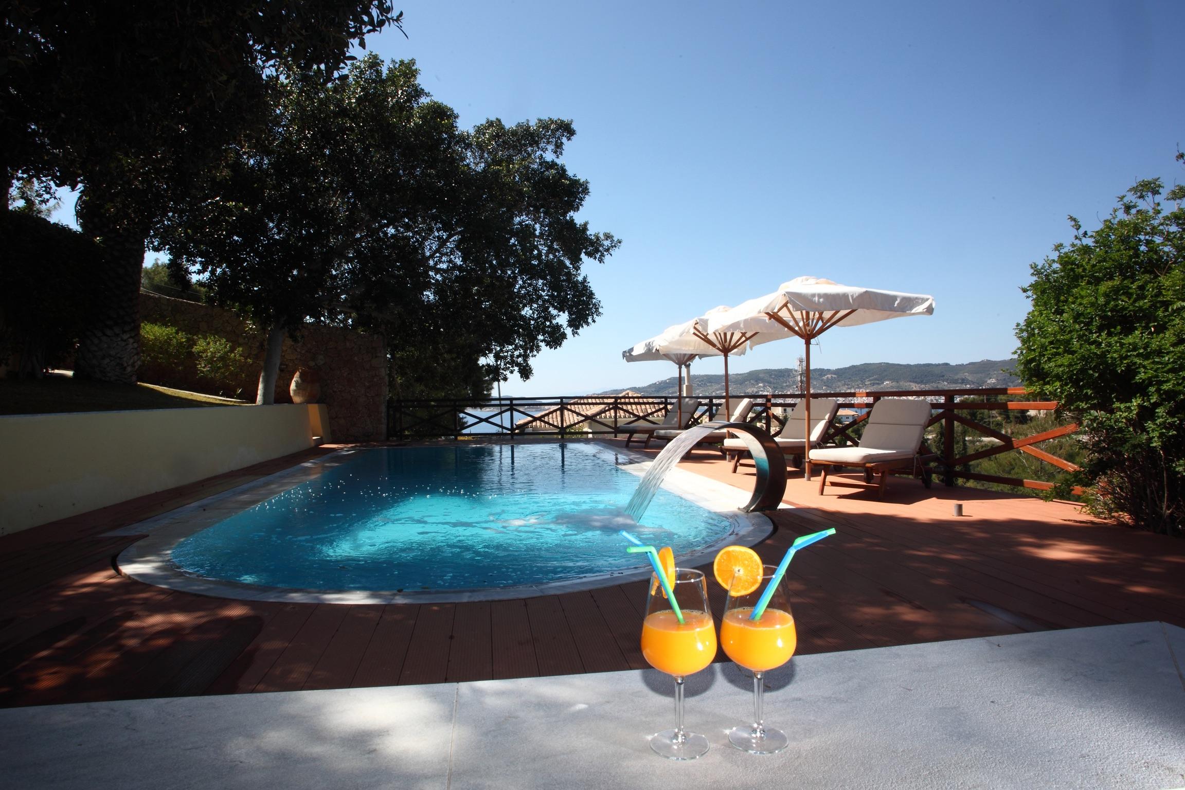 Holiday house Villa mit 4 Zimmern in Kosta mit herrlichem Meerblick, privatem Pool, eingezäuntem Garten  (2271451), Kosta (GR), , Peloponnese, Greece, picture 1