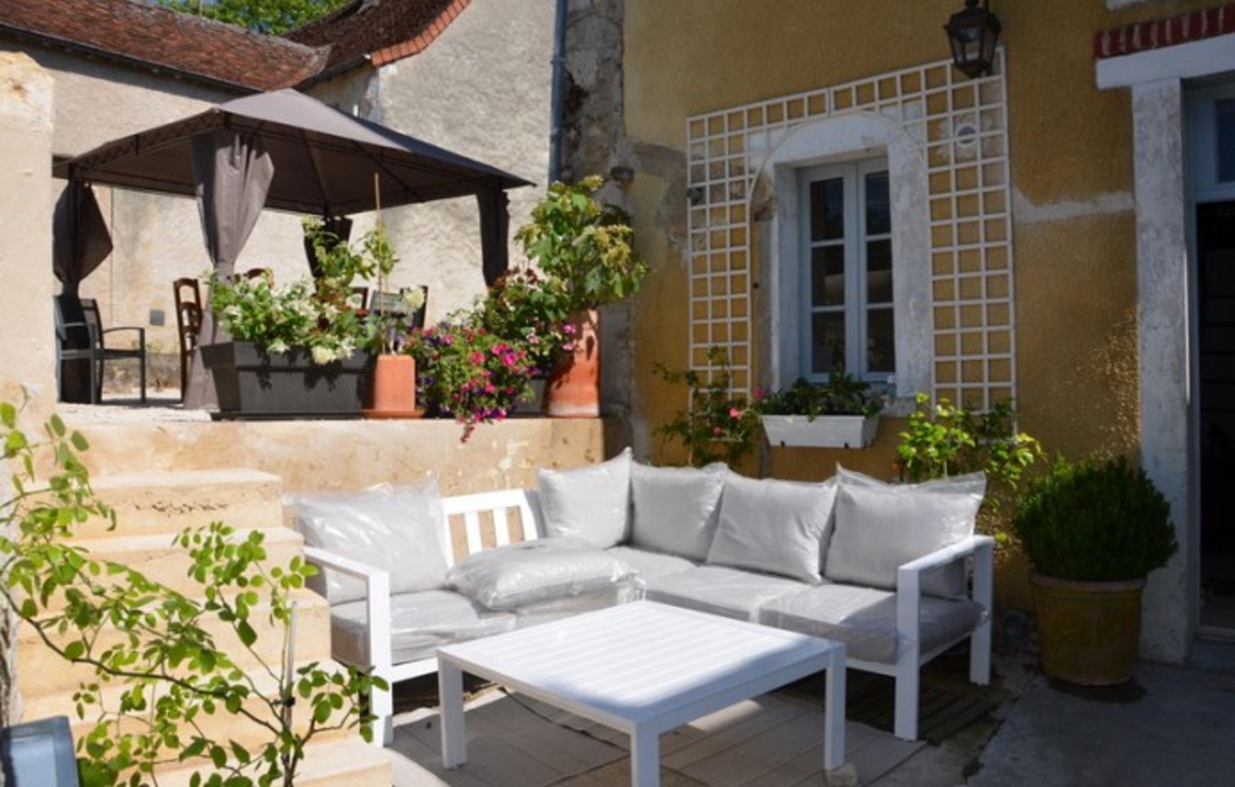 Ferienhaus Haus mit 3 Zimmern in Le Blanc mit eingezäuntem Garten und W-LAN (2218184), Le Blanc, Indre, Centre - Val de Loire, Frankreich, Bild 1
