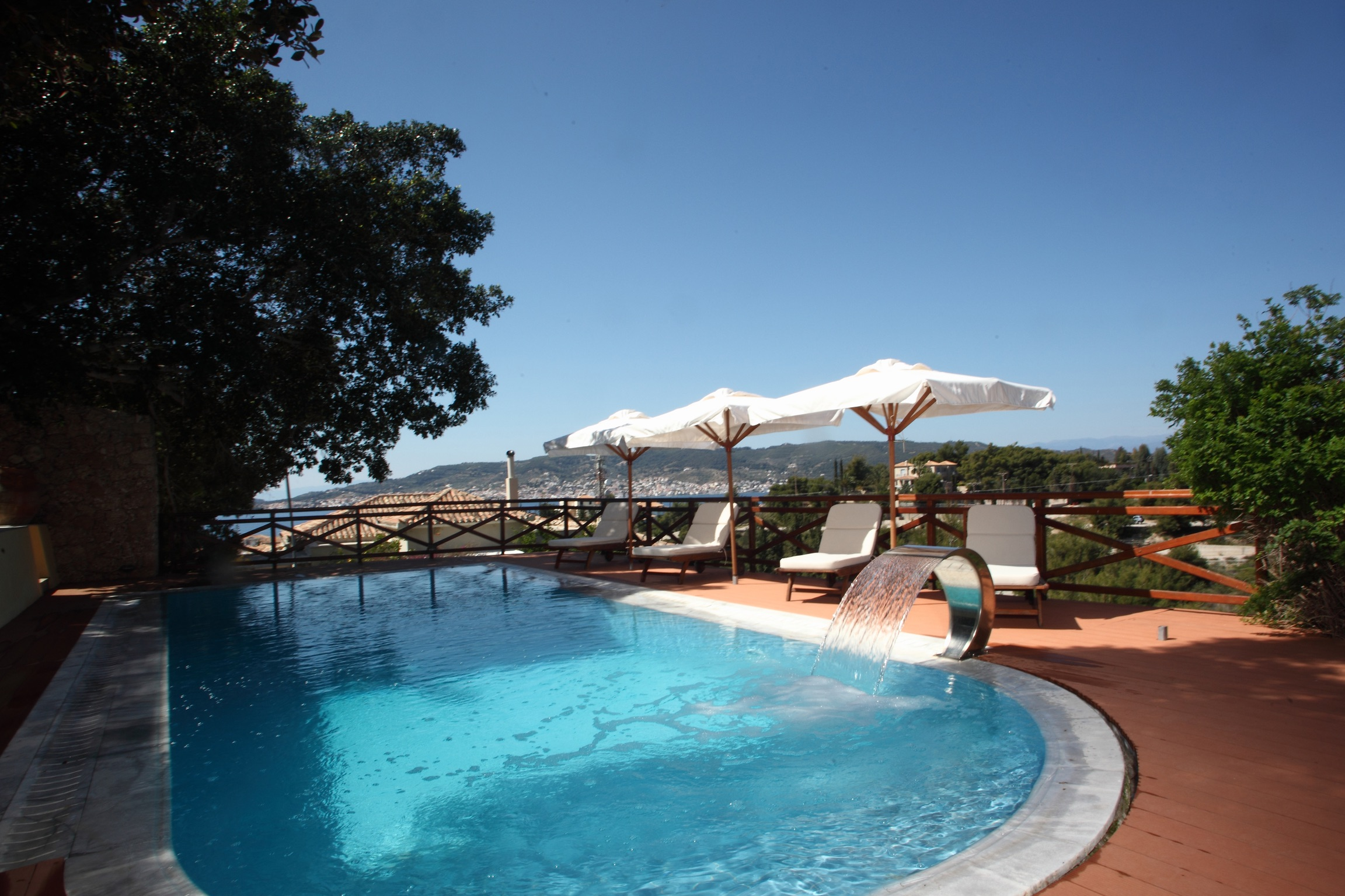 Ferienhaus Villa mit 4 Zimmern in Kosta mit herrlichem Meerblick, privatem Pool, eingezäuntem Garten  (2271451), Kosta (GR), , Peloponnes, Griechenland, Bild 2