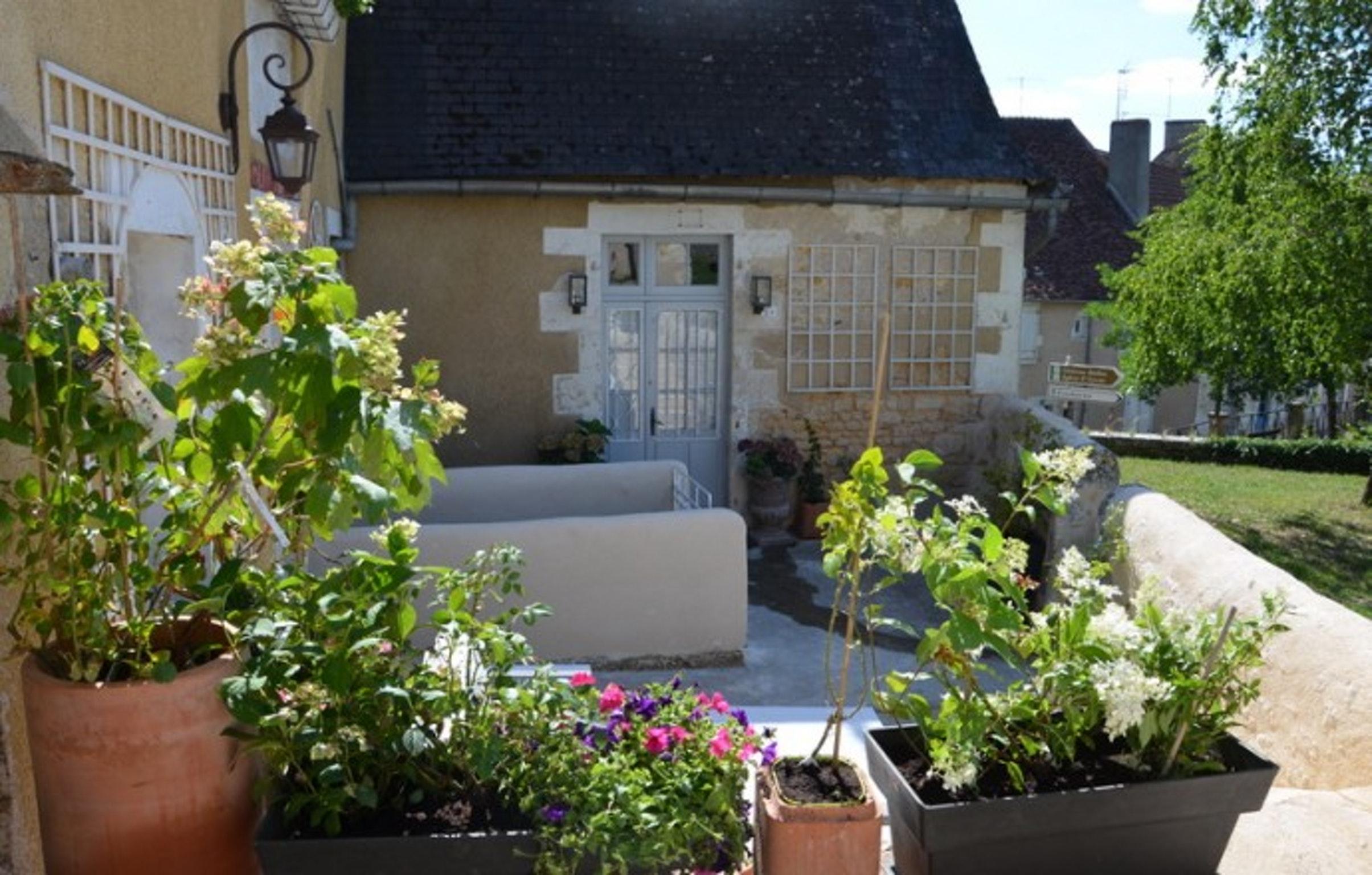 Ferienhaus Haus mit 3 Zimmern in Le Blanc mit eingezäuntem Garten und W-LAN (2218184), Le Blanc, Indre, Centre - Val de Loire, Frankreich, Bild 2