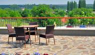 Crocus_gere_wine_hotel_terrace