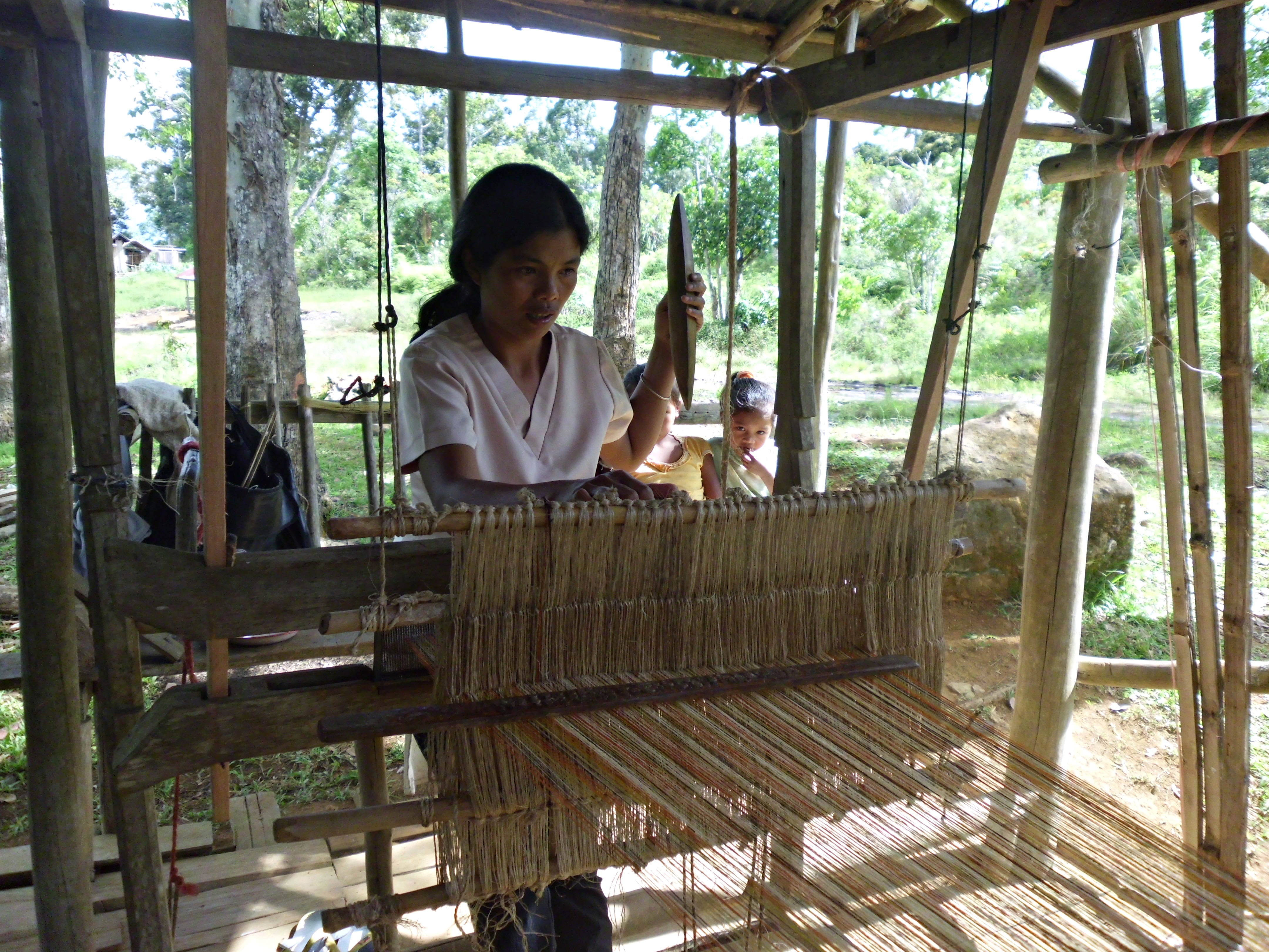 5. higaunon artisan weaving hinabol or the community s traditional hand woven textile