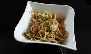 Nouilles sautées cabillaud et légumes croquants
