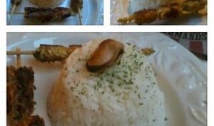 Brochettes de moules panées au curry.