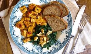 Tempeh tandoori vegan et épinards