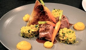 Magret de canard rôti, pastillas de foie gras, boulgour aux fruits secs et mousseline de carottes au cumin