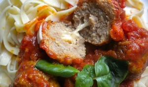 Boulettes de veau à l'Italienne, farcies à la mozzarella