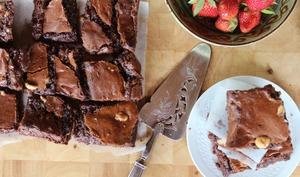 Brownies sans farine, au chocolat et aux noisettes