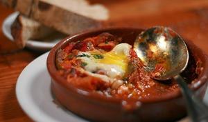 Légumes du soleil grillés à la plancha, au barbecue, au chorizo, jambon et oeufs (Espagne)