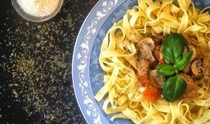 Noix de veau sauce tomatée & champignons