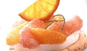 Tartelette aux agrumes et crème brûlée au citron, chips d'orange et sorbet clémentine