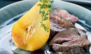 Cuissot de chevreuil rôti avec poires grillées au thym et au banyuls