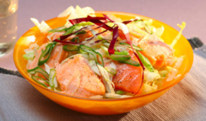Salade de saumon mi-cuit aux petit oignons frais