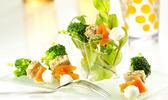 Brochettes de mozzarella, thon au sésame et brocolis