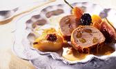Filet mignon de porc farci aux abricots  secs, en croûte de lard fumé, sauce poivre et orange, douceurs d'hivers