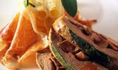 Médaillon de veau en rognonnade à la sauge  gros macaronis au gratin, fins copeaux de jambon