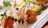 Pascal valero (restaurant kaá, são paulo) : crevettes et asperges blanches grillées à la sauce de tangerine et de vinaigre balsamique