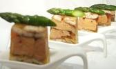 Sébastien buecher (l'auberge du frankenbourg, à la vancelle, dans le bas-rhin) : asperges vertes, anguille fumée et foie de canard poêlé, vinaigrette tranchée