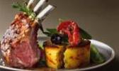 Carré d'agneau en croûte d'olive, pois gourmands