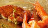 Escalope de foie gras de canard et gambas marinées