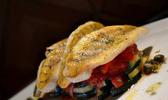 Filets de perches sur concassée de tomates et courgettes sautées