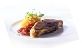 Côtelettes d'agneau grillées à la purée d'oignons rouges caramélisés et à la menthe