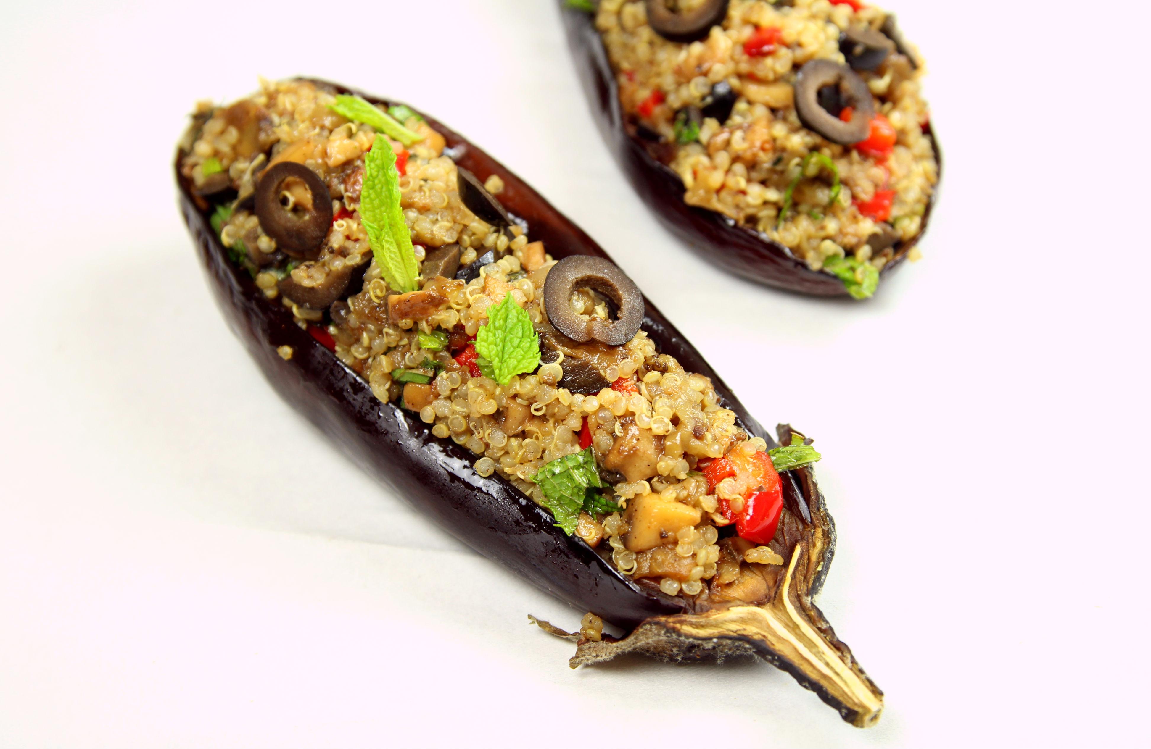 aubergines farcies au quinoa champignons poivron olives et menthe par the happy cooking friends. Black Bedroom Furniture Sets. Home Design Ideas