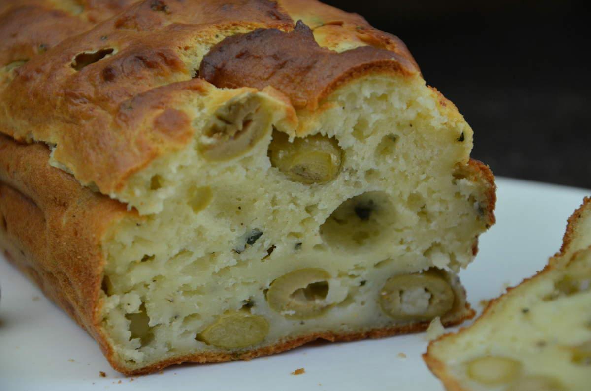 cake la brousse aux olives vertes par la p 39 tite cuisine. Black Bedroom Furniture Sets. Home Design Ideas