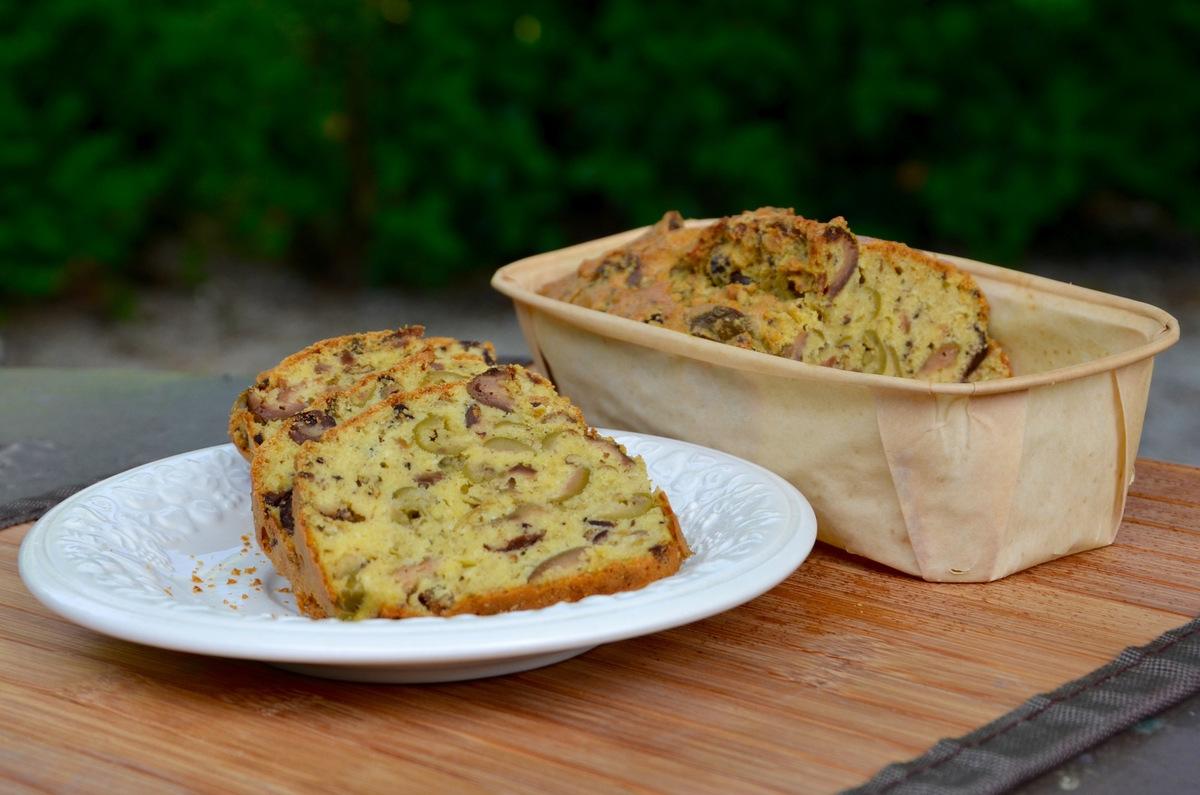 cake aux olives par la p 39 tite cuisine de pauline. Black Bedroom Furniture Sets. Home Design Ideas
