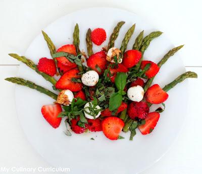 Assez Salade d'asperges, fraises, mozzarella et basilic - Recette par My  RA12