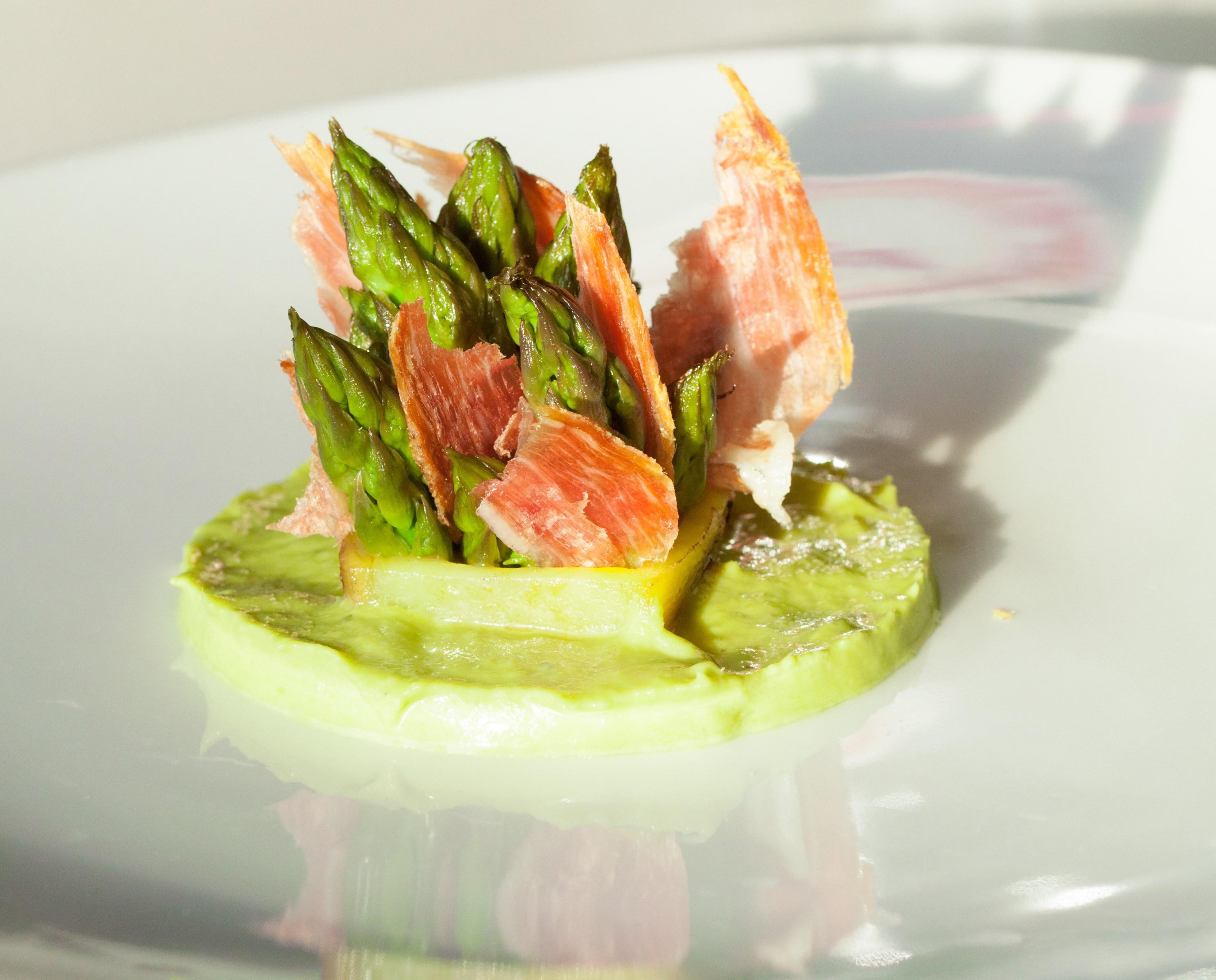 Asperges vertes jambon de bosses et jaune d 39 oeuf par jehan - Cuisiner les asperges vertes ...