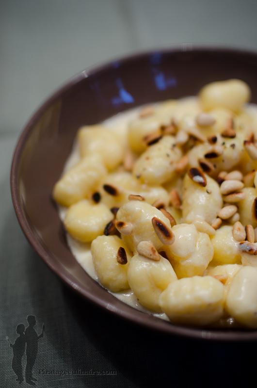 Gnocchi aux pignons de pin et sauce au parmesan par - Cuisiner des gnocchis ...