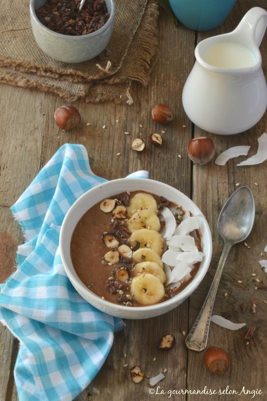 recettes de banane par la gourmandise selon angie smoothie bowl chocolat et banane. Black Bedroom Furniture Sets. Home Design Ideas