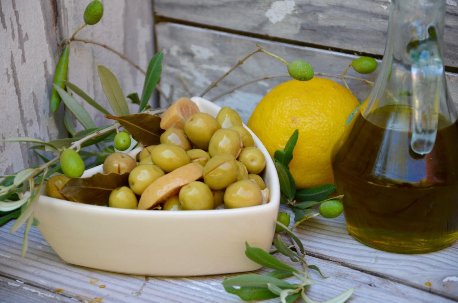 recettes de condiments par la p 39 tite cuisine de pauline olives vertes la sicilienne. Black Bedroom Furniture Sets. Home Design Ideas