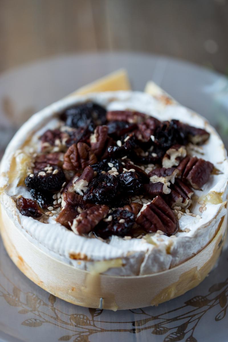 recettes de camembert par mesgoug resauxepinards camembert chaud au miel. Black Bedroom Furniture Sets. Home Design Ideas