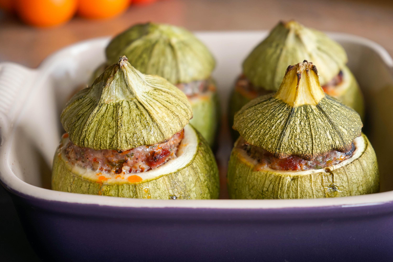 Courgettes farcies au four recette facile des courgettes farcies ou poivrons farcis par chef simon - Cuisiner des courgettes rondes ...