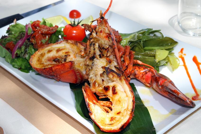 Homard thermidor recette du homard thermidor partie 1 - Cuisiner le homard vivant ...