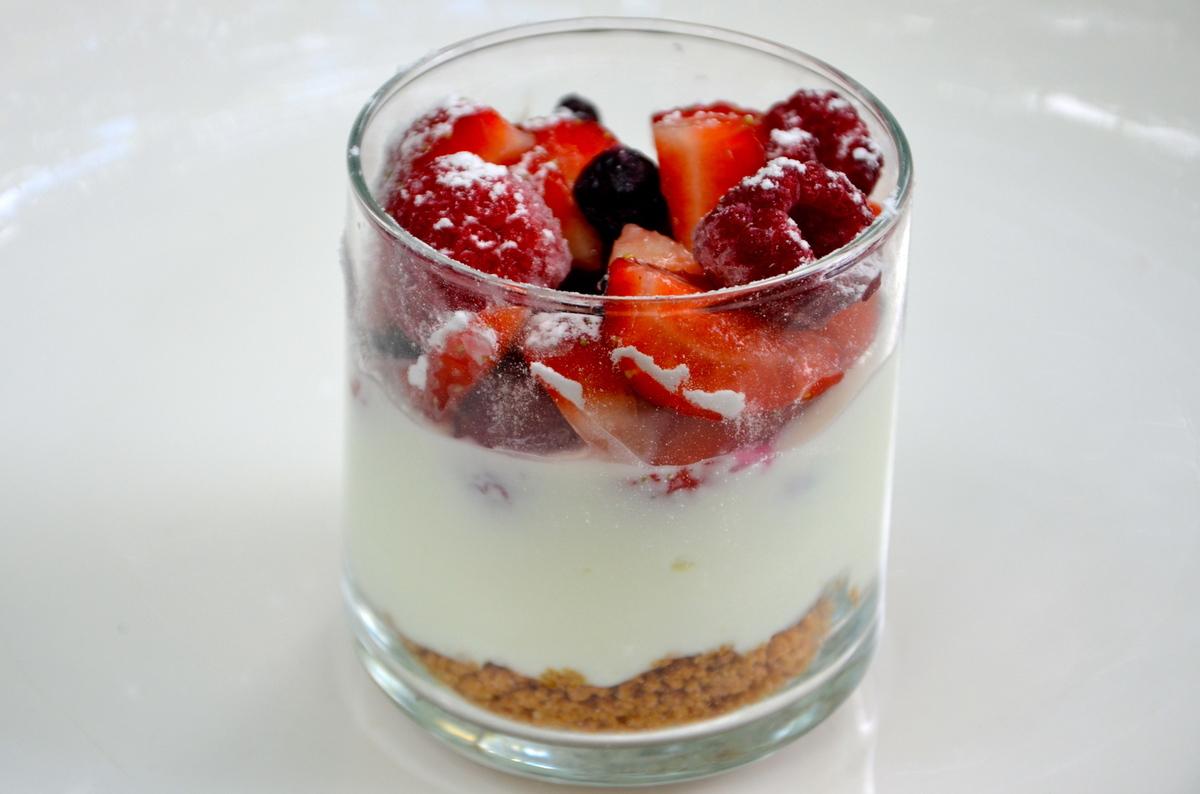 Verrines de fromage blanc aux fruits rouges et speculoos for Dessert aux fruits en verrine